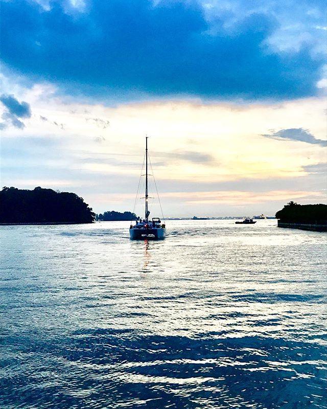 Some evenings in Singapore can be magical! ... ... ... #singapore #stjohnsisland #marinakeppelbay #keppelbay #sunset #yacht #ocean #visitsingapore #singaporetravel #travelgram #travel #instatravel #travelandleisure #natgeoyourshot #lonelyplanet #bbctravel #travelandleisure #photography #travelphotography #photooftheday #picoftheday