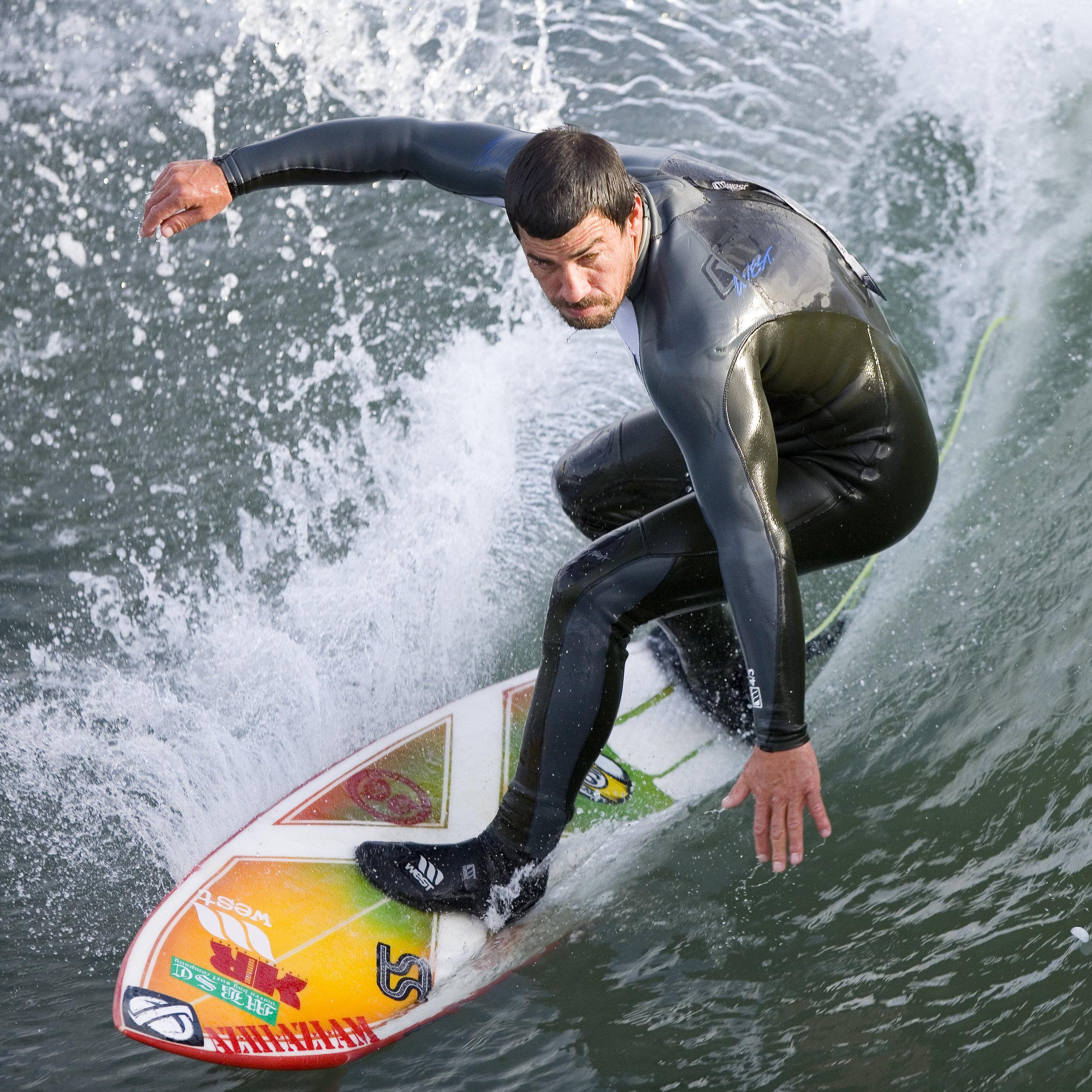 Surfer_at_the_Cayucos_Pier,_Cayucos,_CA.jpg