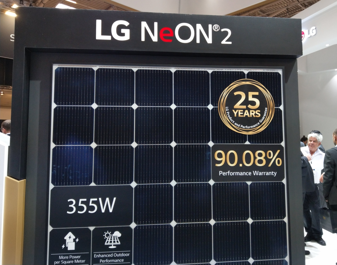 The new V5 series LG Neon 2 high performance solar panels with up to 20.7% efficiency - InterSolar 2019