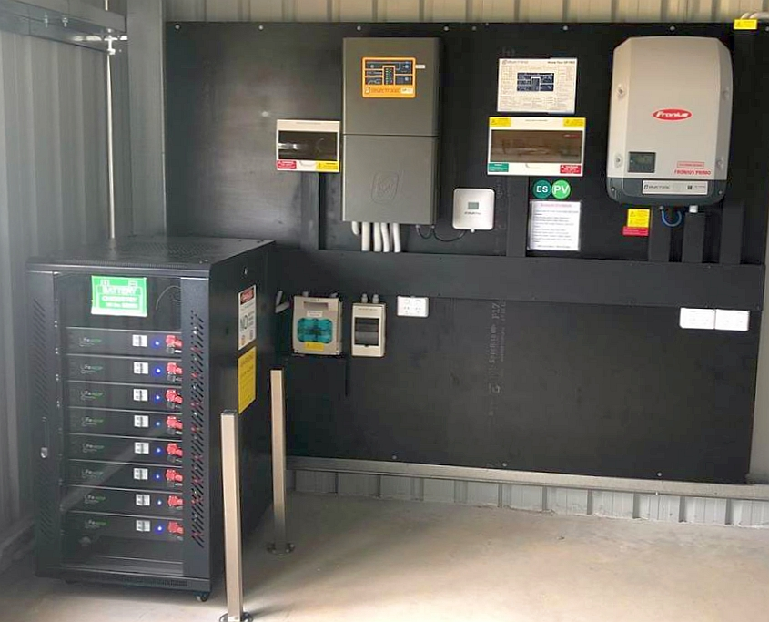 Off-grid solar system using a modular 'non-managed' lithium battery bank. Click here for full details in our  best off-grid solar battery review