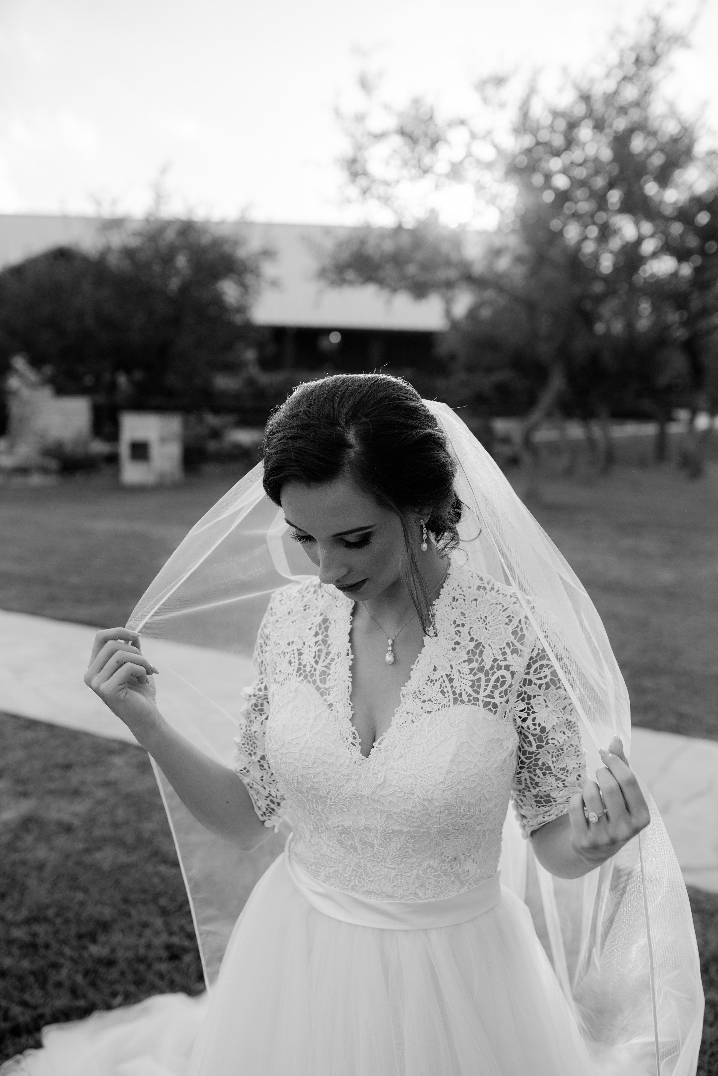 austin-minneapolis-wedding-engagement-elopement-bridals-prices-best-senior-photographer-destination-elopement-milestone-texas-dallas-houston-lexi_0027.jpg