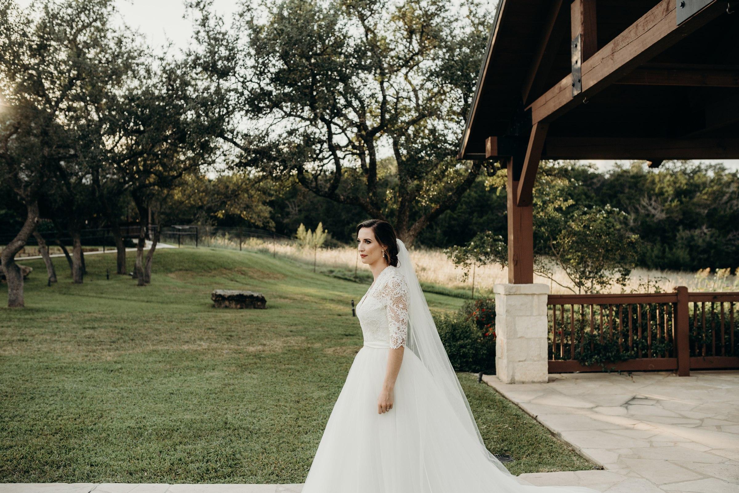 austin-minneapolis-wedding-engagement-elopement-bridals-prices-best-senior-photographer-destination-elopement-milestone-texas-dallas-houston-lexi_0030.jpg