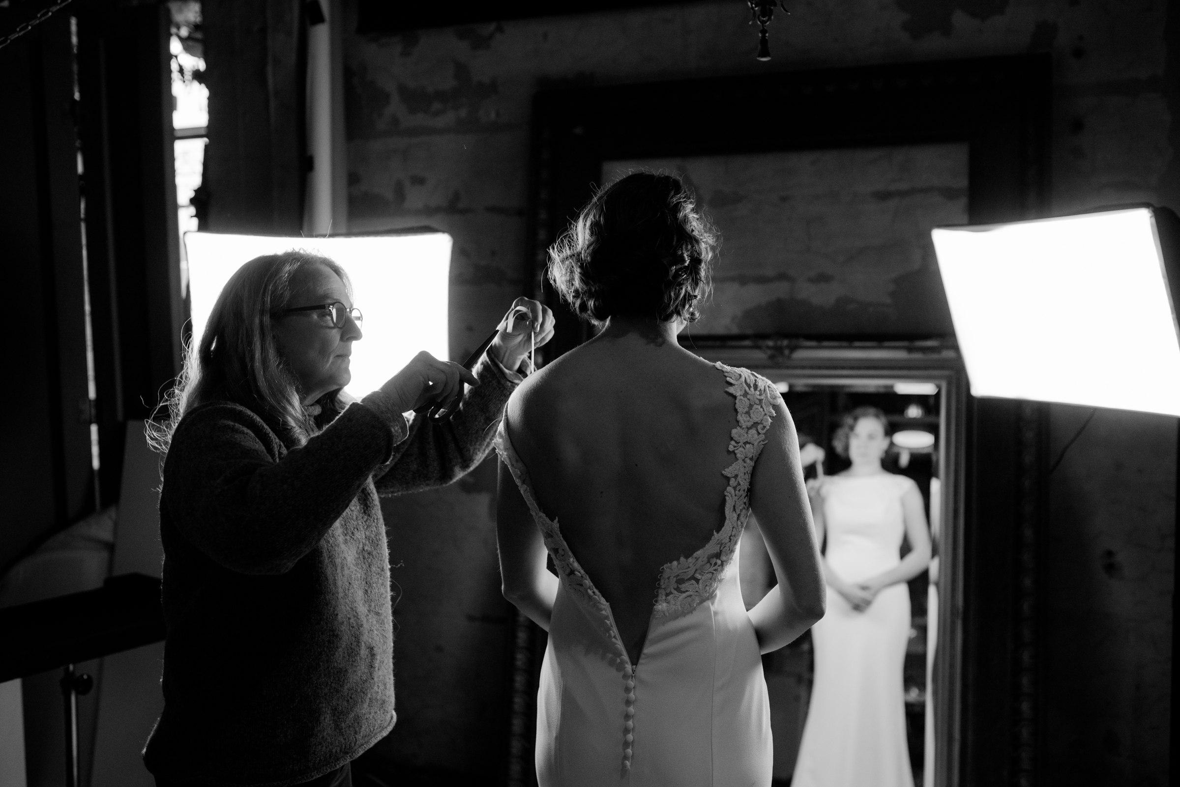 best-elopement-austin-minneapolis-northeast-adventurous-wedding-warehouse-modern-loft-moroccan_0025.jpg