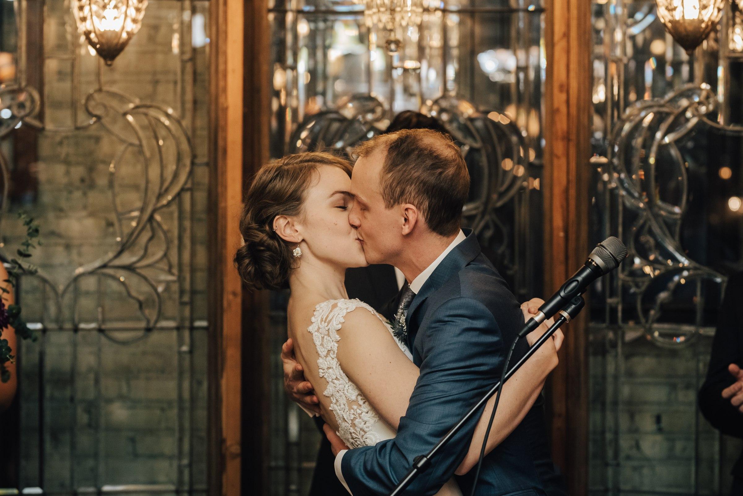 best-elopement-austin-minneapolis-northeast-adventurous-wedding-warehouse-modern-loft-moroccan_0085.jpg