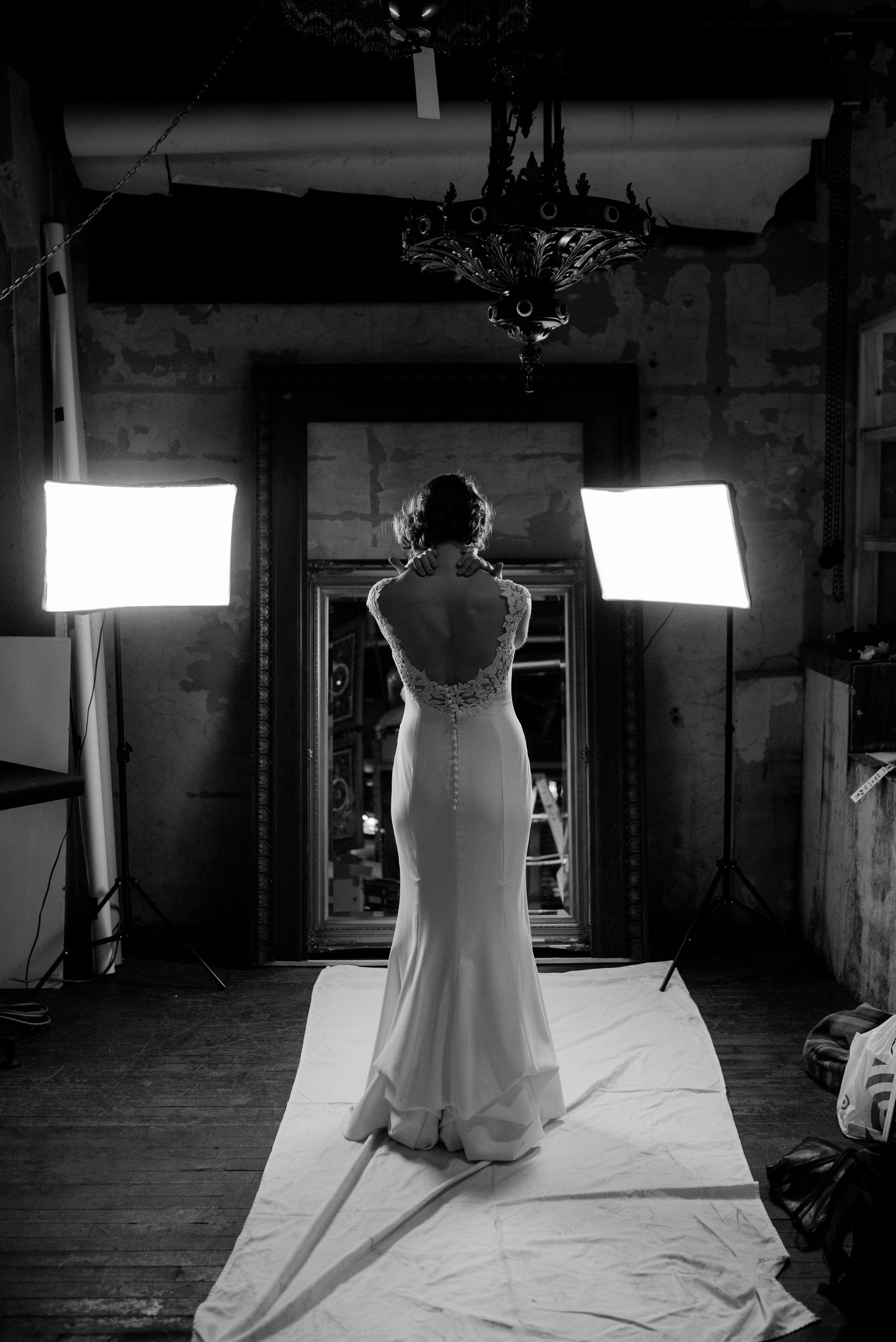 best-elopement-austin-minneapolis-northeast-adventurous-wedding-warehouse-modern-loft-moroccan_0035.jpg