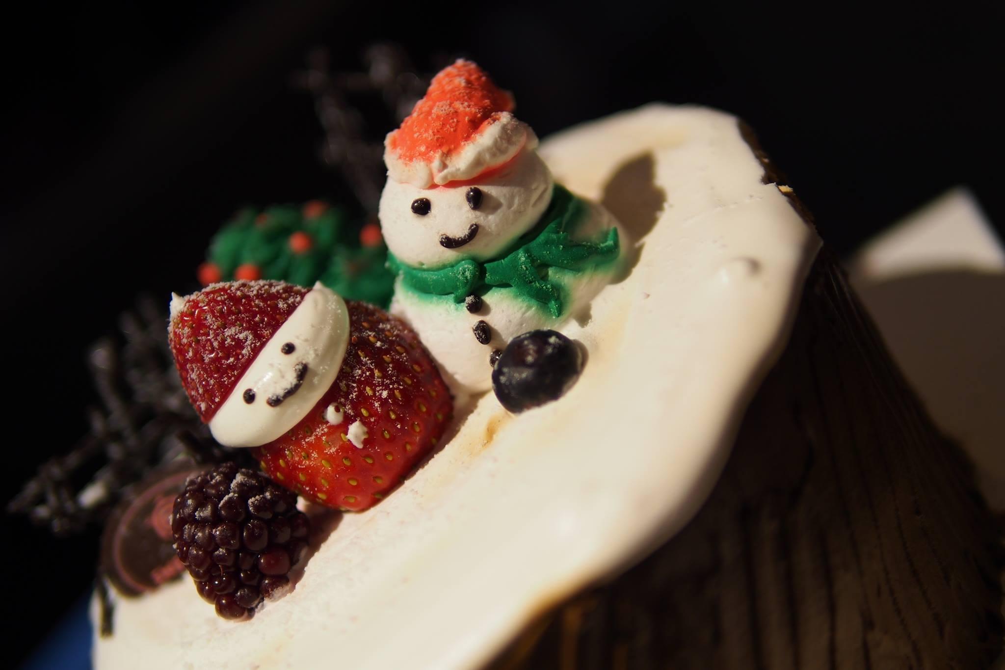 Sweet Hut Christmas Cake