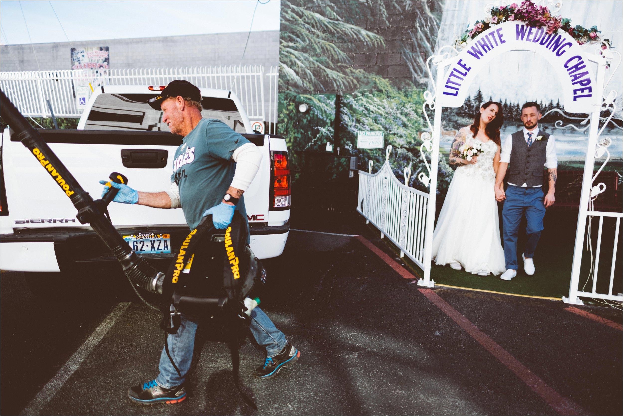 Vegas elopement destination wedding photographer_0106.jpg