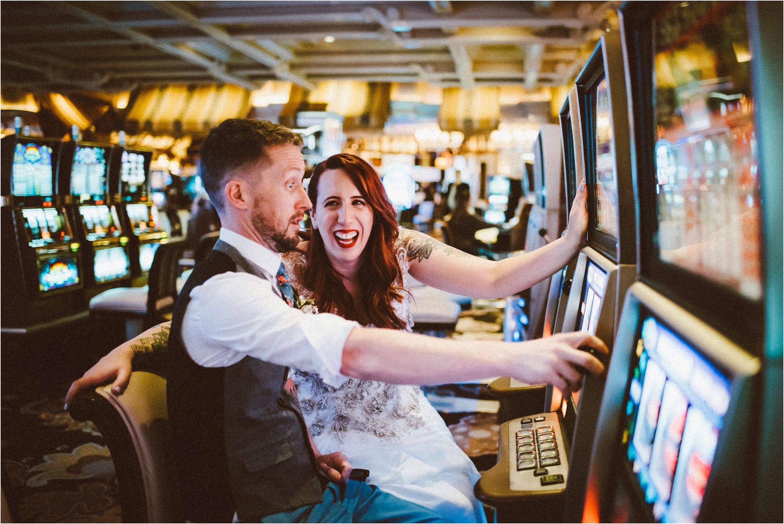 Vegas elopement destination wedding photographer_0135.jpg