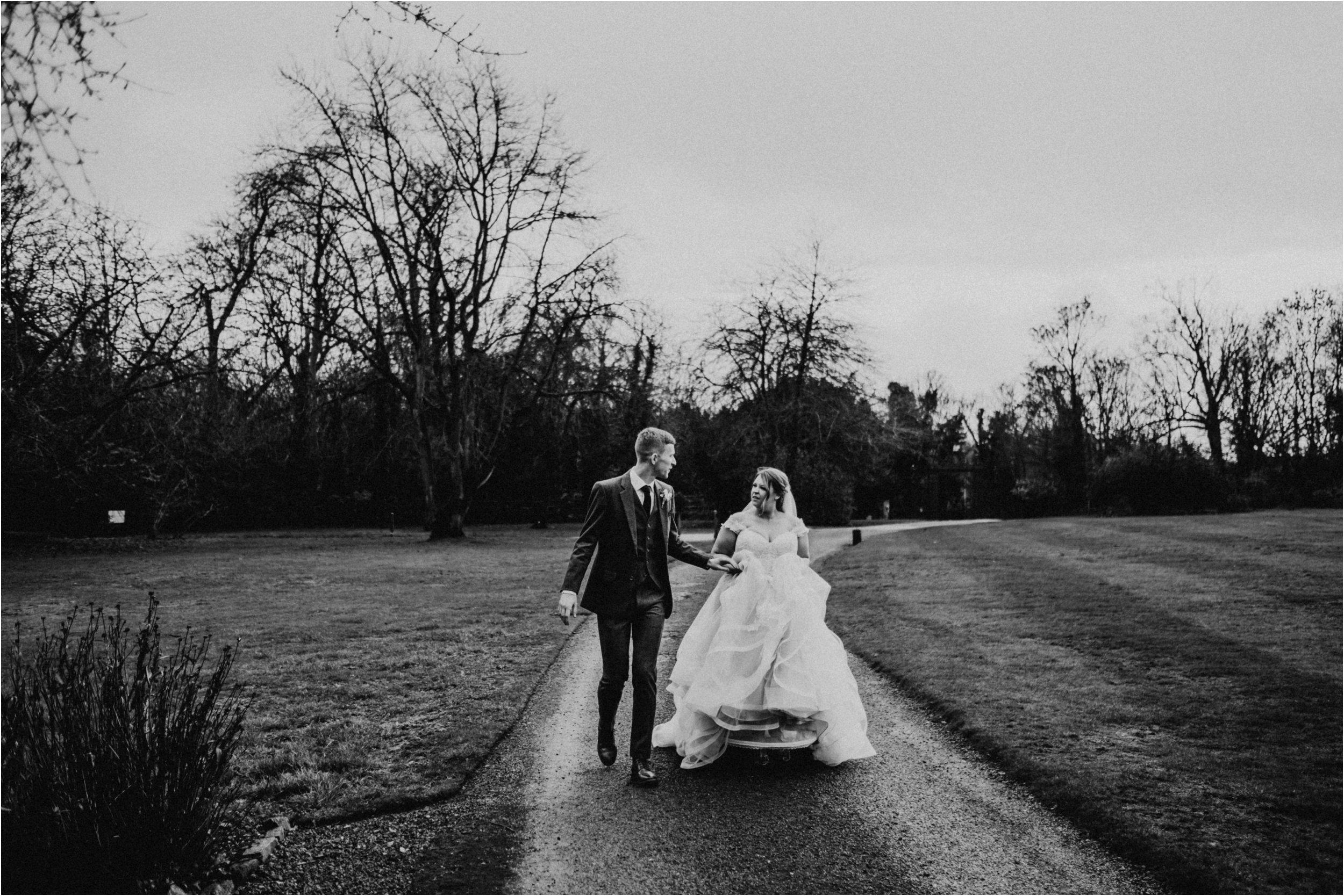 Elmore Court documentary wedding photography_0107.jpg