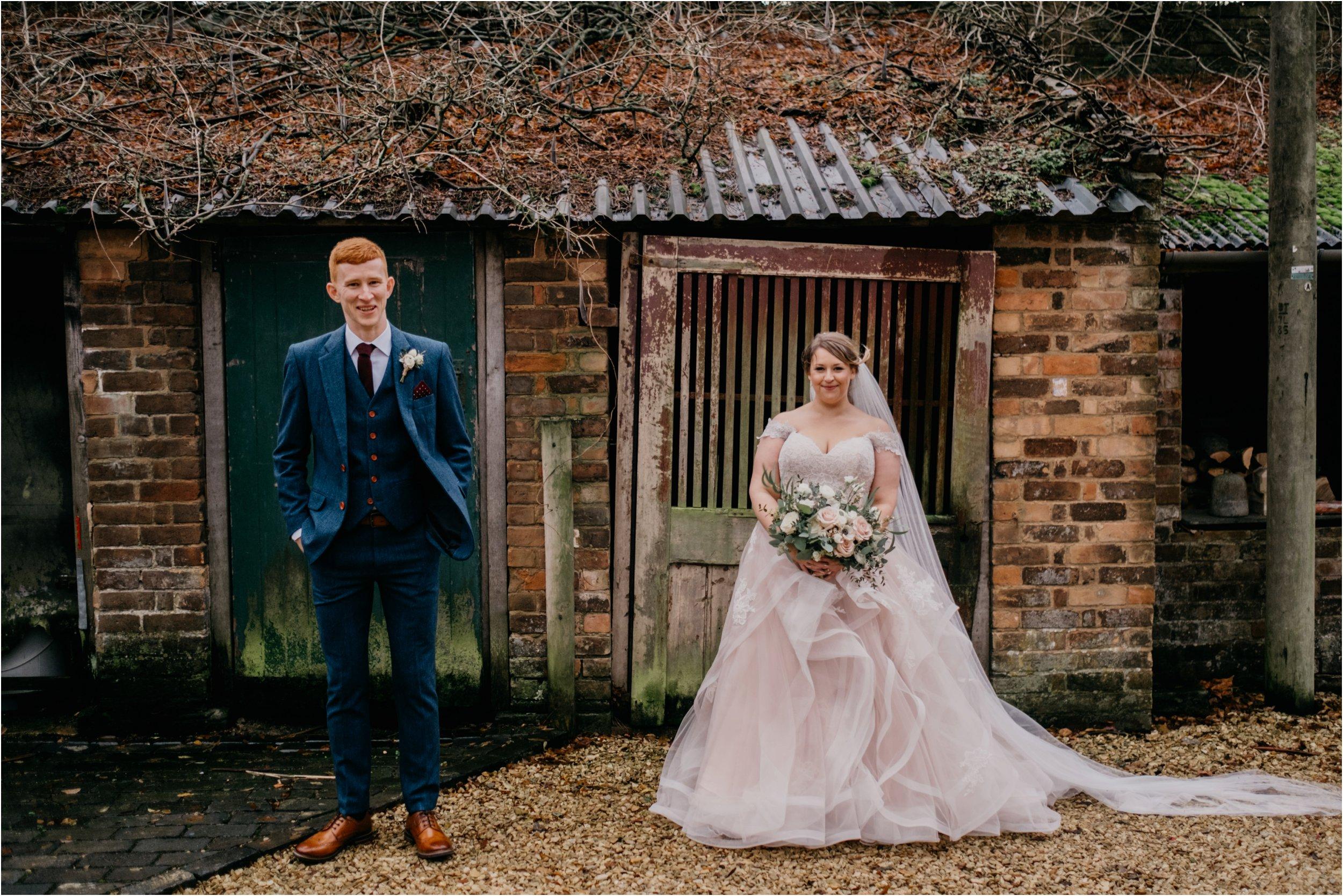 Elmore Court documentary wedding photography_0114.jpg