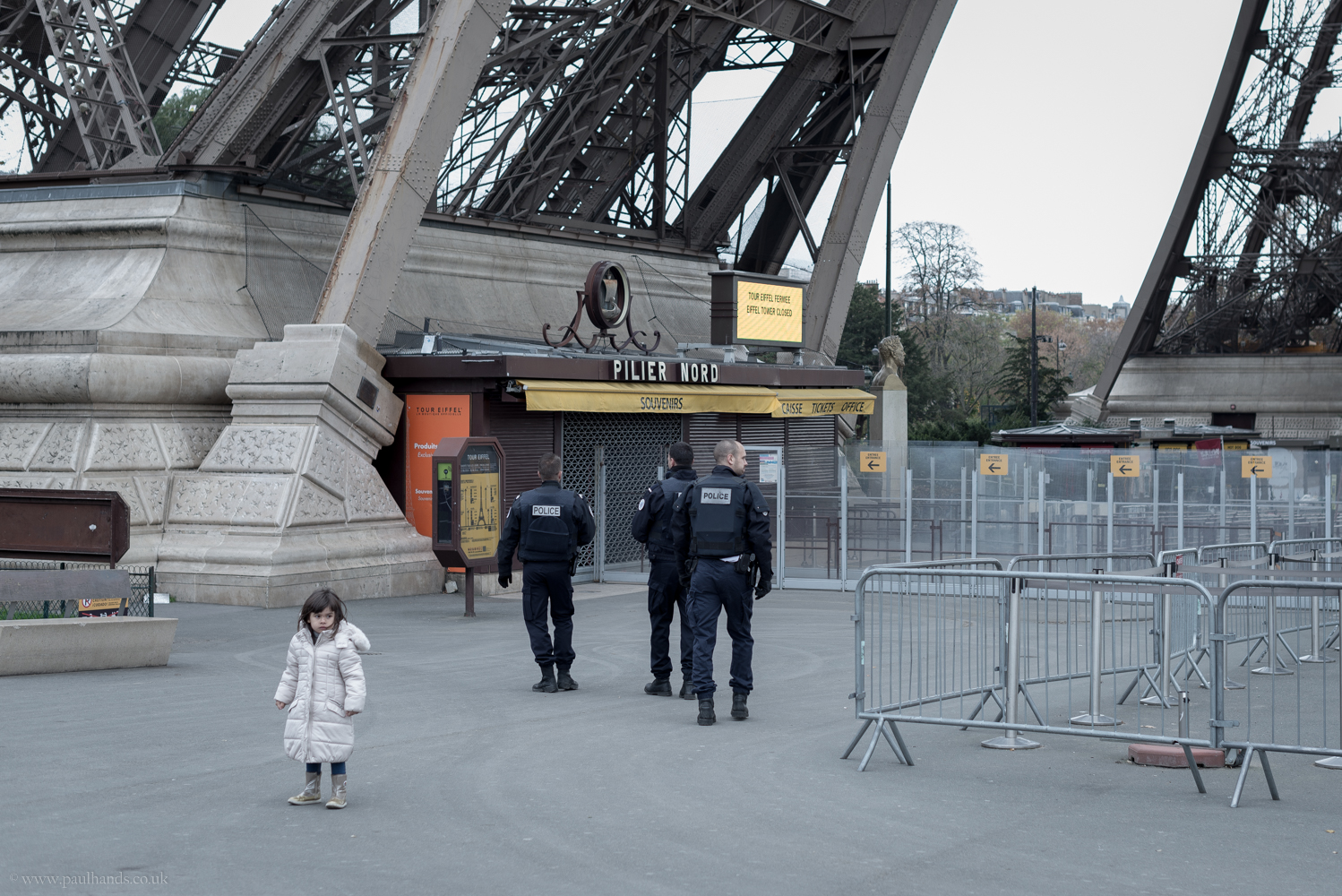 Paul Hands Photography, Terror attacks in Paris, The day after, Paris, Eiffel Tower, Police, Army, Armed Guards,