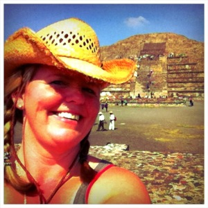 Teotihuacan_Moon_Pyramid.jpg