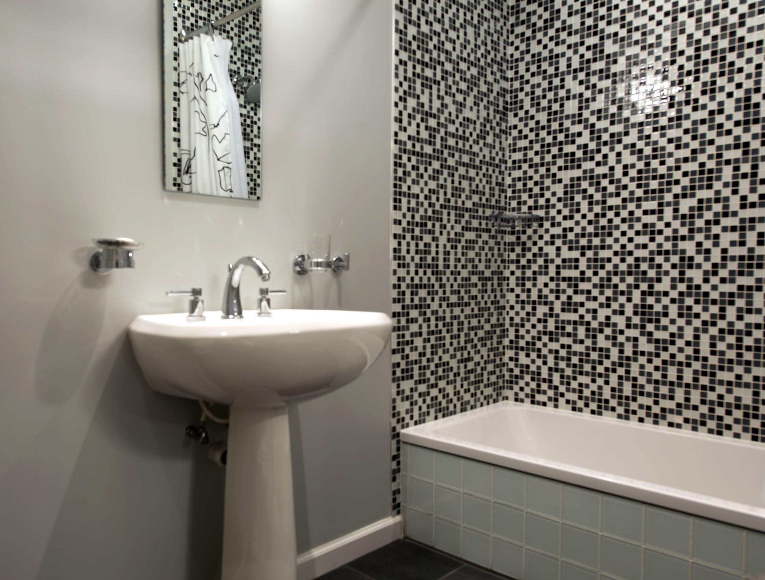 27-Guest-Bathroom-Down-4914.jpg