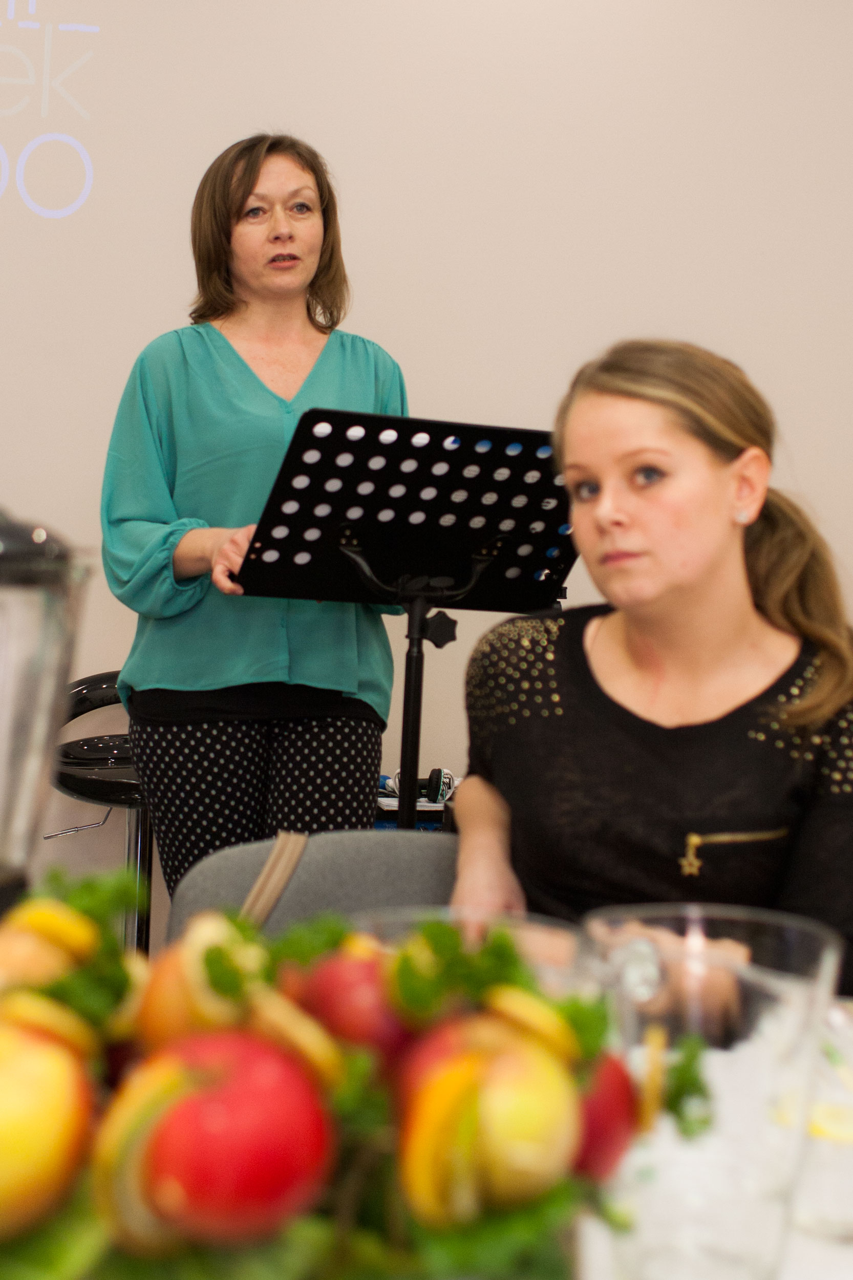 grażynka zaczeła pierwszy punkt naszego spotkania opowiadając o diecie warzywno-owocowej dr dąbrowskiej, którą sama stosowała