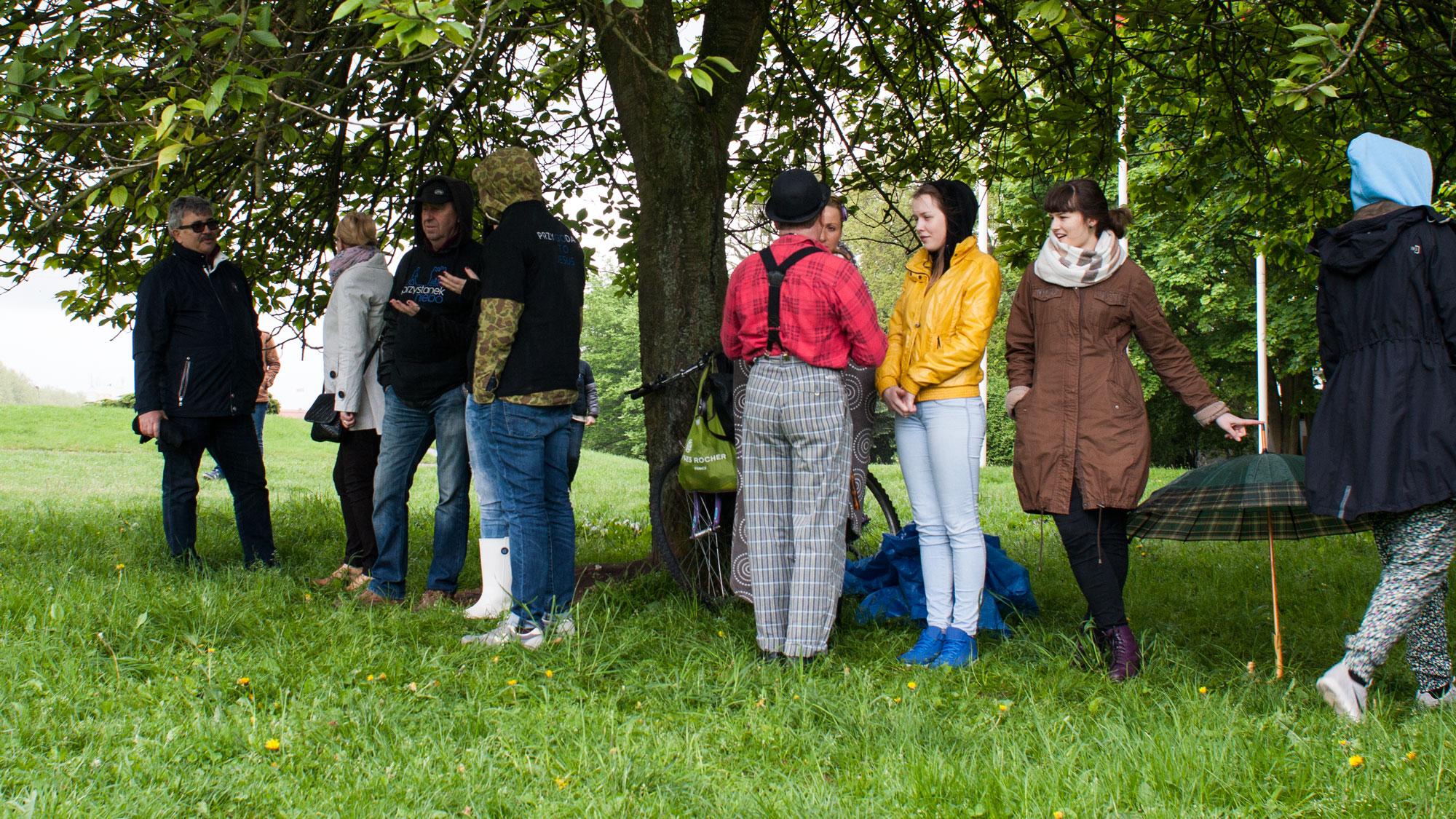 było dużo ruchu :)pod drzewa i z powrotem. pod drzewa i z powrotem. deszcz!!!