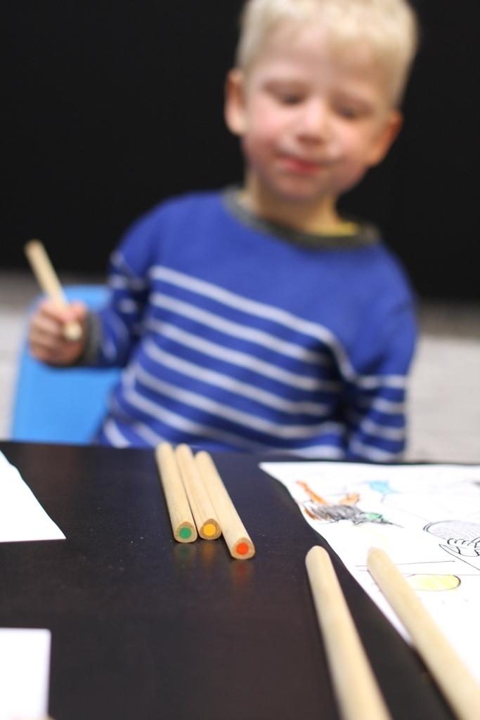 kolorowe kredki, jeśli je poproszę, namalują wszystko to co chcę...