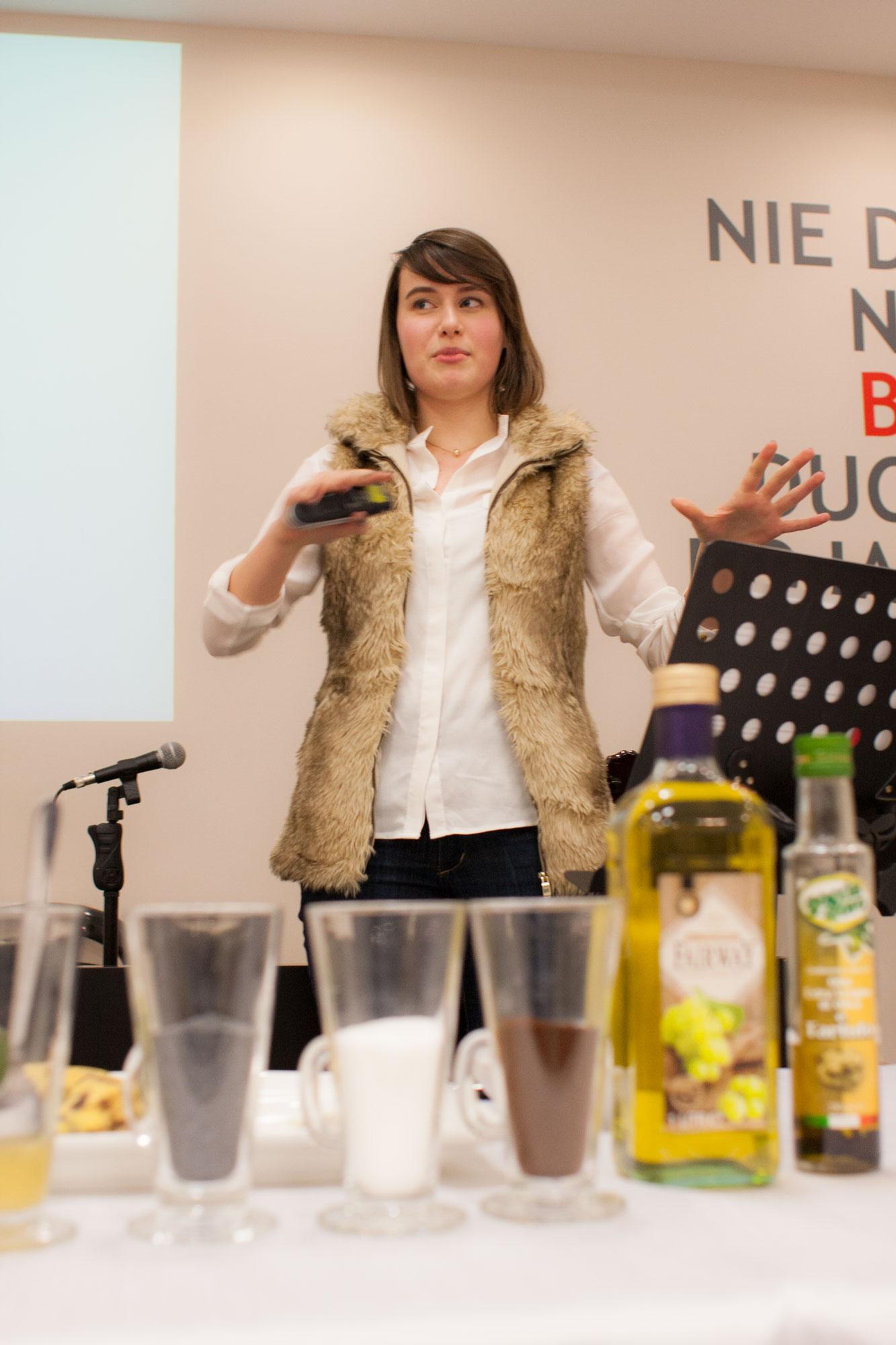 ania poleca wiele maseczek i peelingów, a można je znaleźć na stronach www: -   www.alinarose.pl/p/ pielegnacja-cery.html  -  www.anwen.pl  -   www.ekocentryczka.blogspot .com  -  www.blog.e-naturalnie.pl