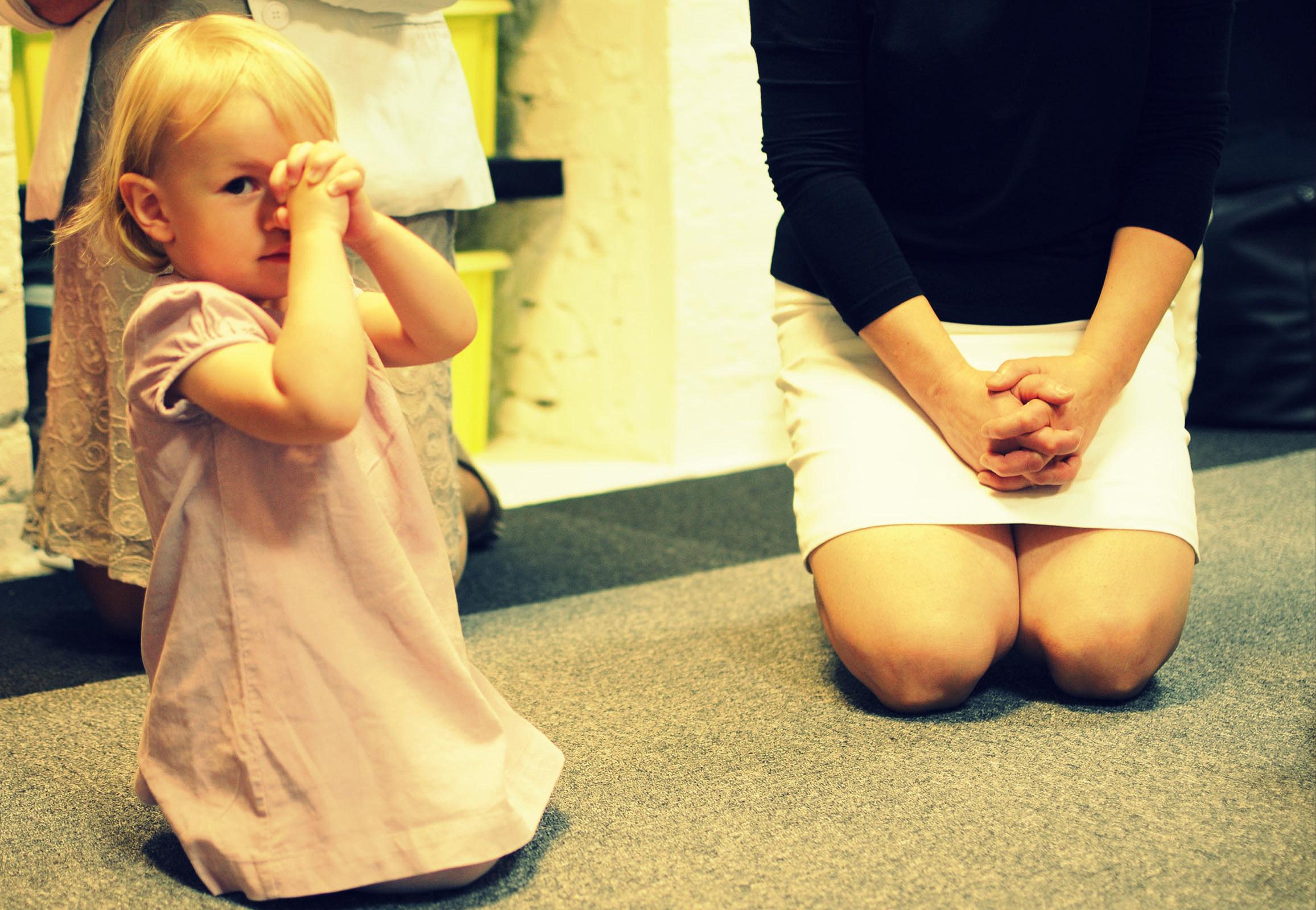 dzieci rozpoczęły Sobotę wspólnymi zajęciami i modlitwą - bo kontakt z Panem Bogiem jest niezwykle ważny