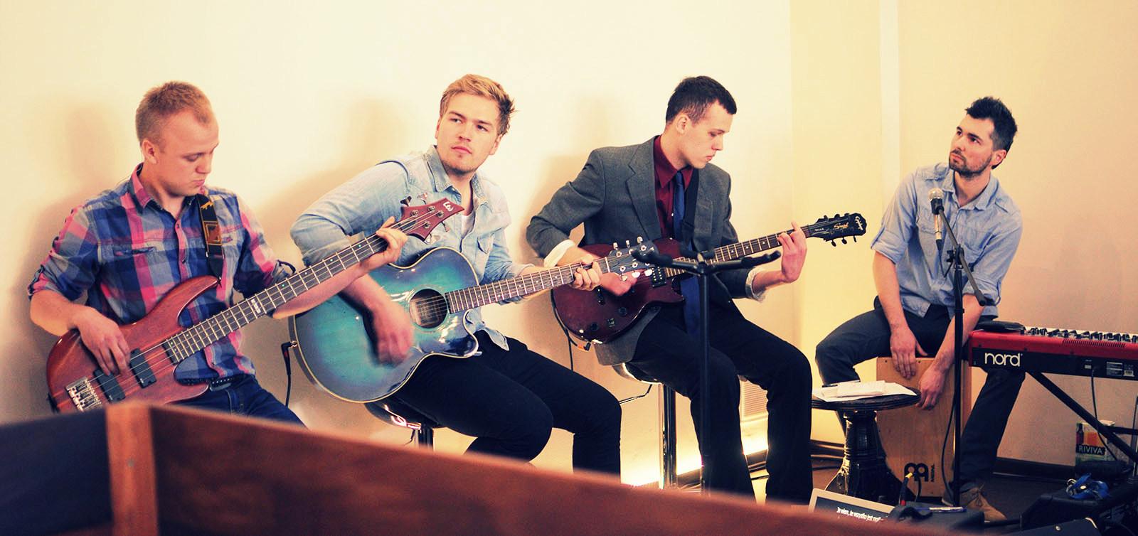 instrumenty nadają charakteru każdej pieśni - dziękujemy Bogu za te talenty!