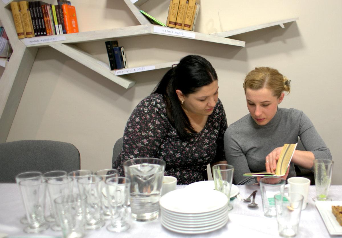 potem laura pokazała jak przygotować domową i zdrową chałwę oraz nutellę. polecała też książkę beaty pawlikowskiej, w której autorka opowiada o zdrowym jedzeniu i podejściu do życia na zdrowo.