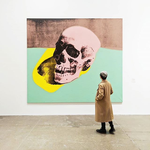 Everybody has their own relationship with death and Warhol might have been thinking about his near-fatal shooting when he made this. 💀 His scull paintings in the 70s almost seem like premonitions of the impending AIDs epidemic. I can't imagine what it would've been like to be living through the 80s. Nowadays it's no longer a death sentence but there is still so much work to be done and stigma to erase. To start, let's get one thing clear. Undectable = Untransmissitable. It's science baby. 🙅‍♂️🏳️‍🌈💙 #AndyWarhol @thewarholmuseum — Skull, 1976 - #warhol #andywarholmuseum #warholmuseum #scull #lgbtqia #lgbtq #artists #queerartist #popart #artoftheday #pride #worldpride #artwatchers_united #arthistory