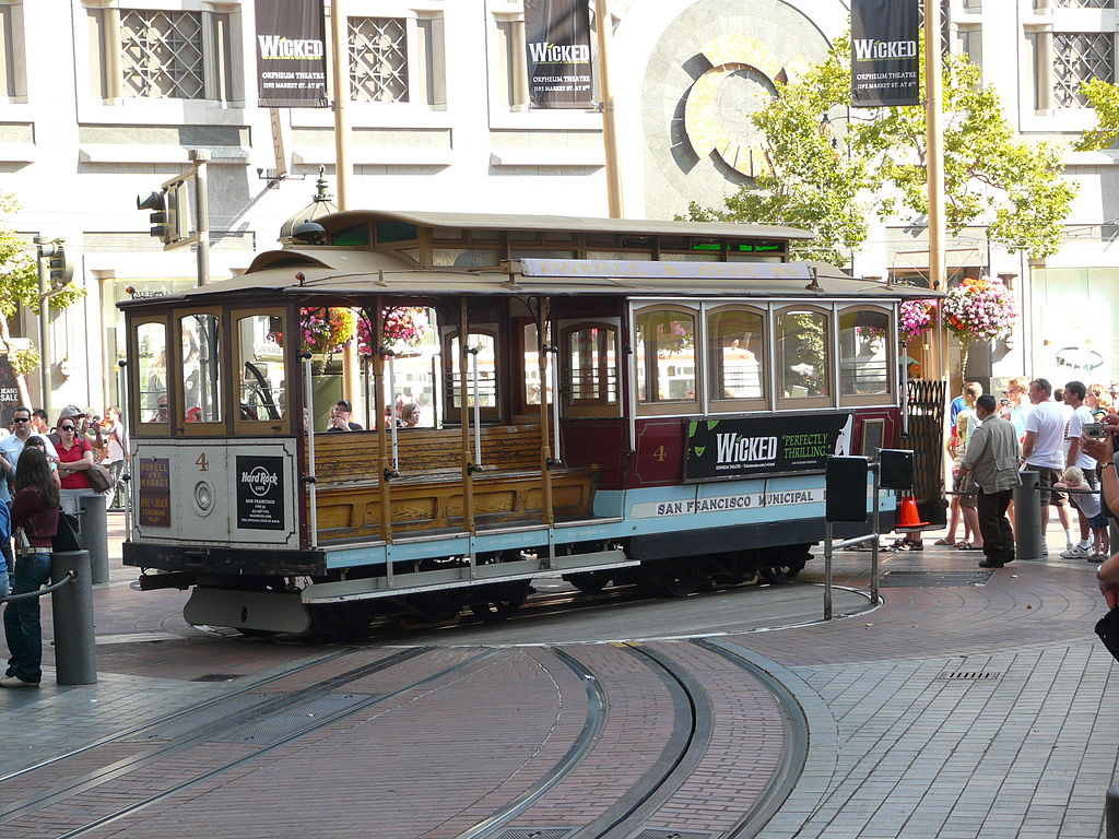 Cable car at the Market Street/union square Turnaround. Photo:  piotrus