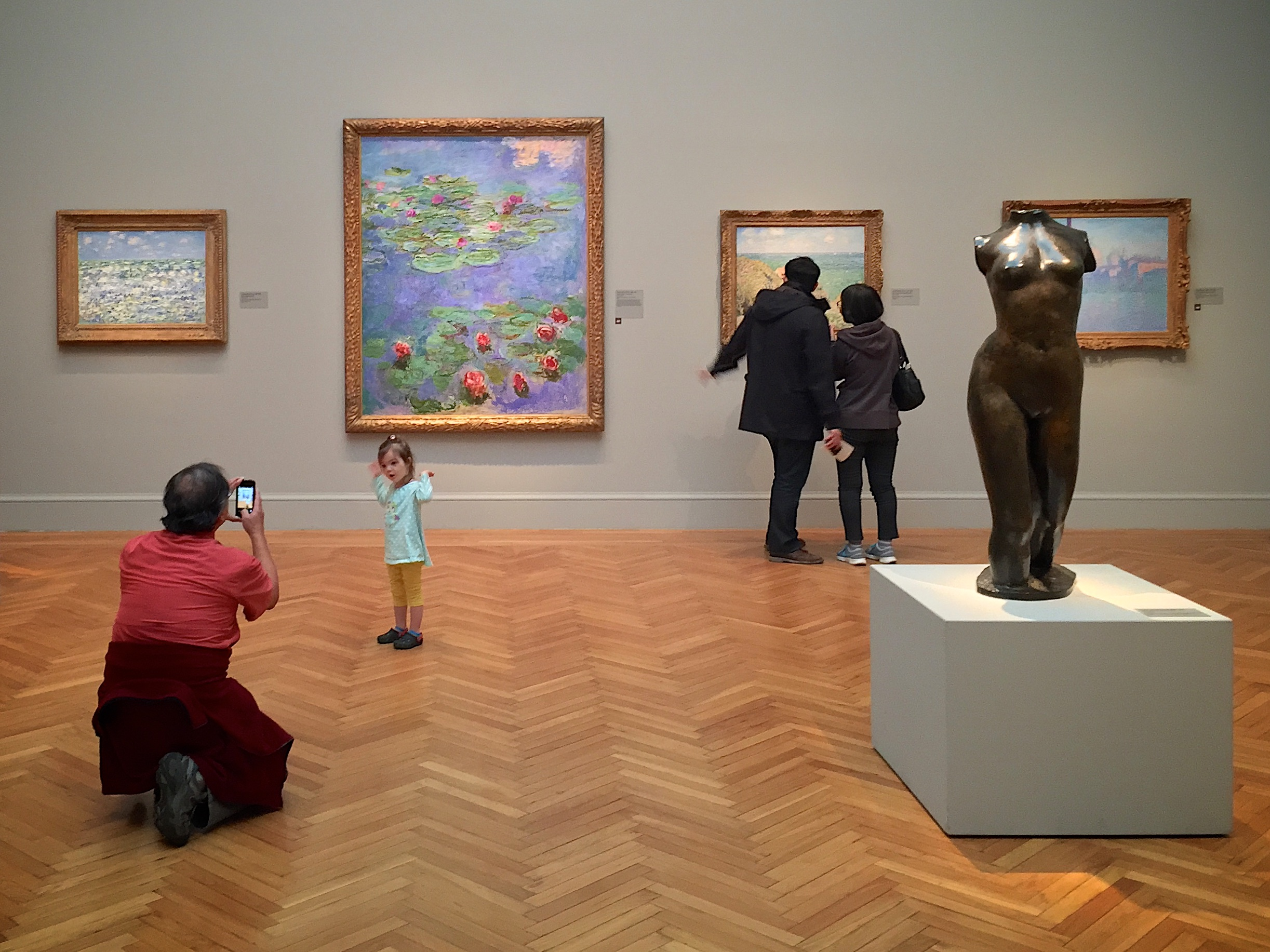 A  nother adorable kiddo enjoyed her day trip to the museum. I'm sure this pose in front of Monet's   Water Lilies  will get plenty of Likes!