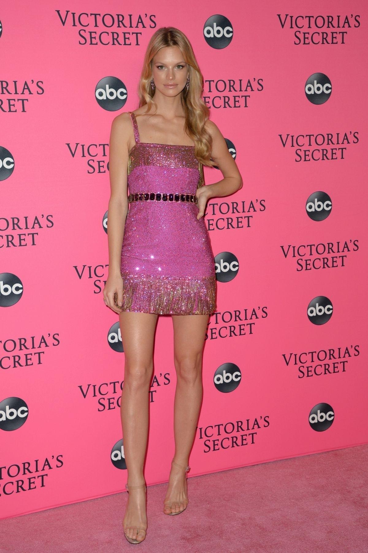 Nadine Leopold   Victoria's Secret   Pink Carpet
