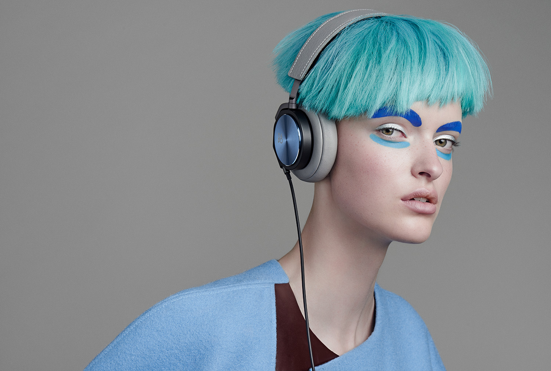 H6_SE_Fashion_Gallery_Large_Blue_Model_2.jpg