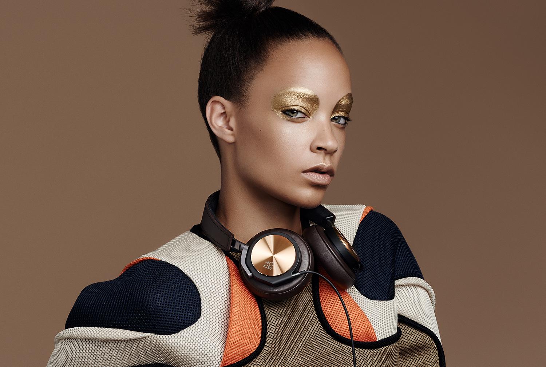 H6_SE_Fashion_Gallery_Large_Brown_Model.jpg