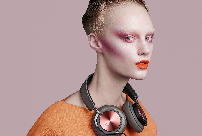 H6_SE_Fashion_Gallery_Large_Pink_Model_1.jpg