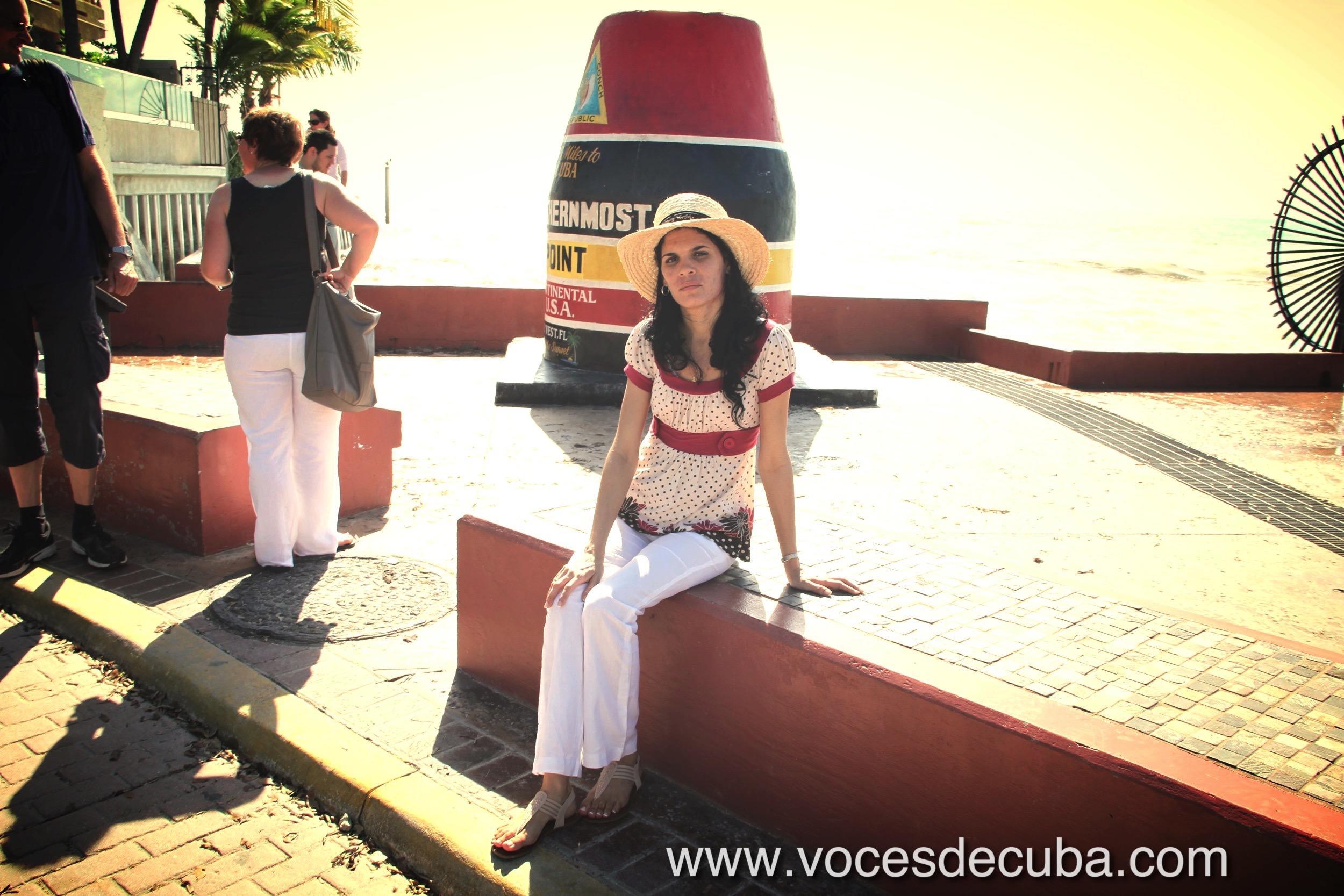 """Sayli Navarro durante el rodaje de la entrevista con """"Voces de Cuba"""" en Key West"""