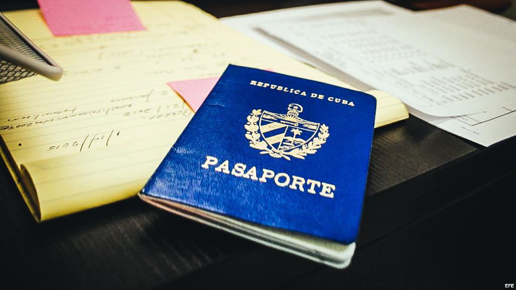 Vista de un pasaporte cubano.