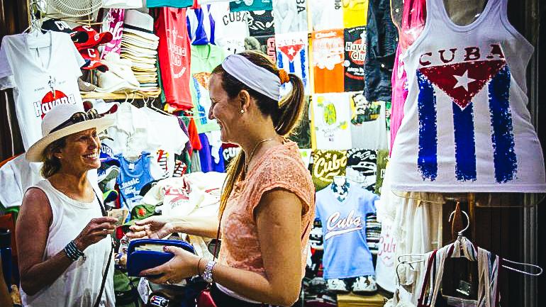 """Estos emprendedores, cuya mayoría se enfoca en el turismo, contribuyen decisivamente a mantener con vida las finanzas de un país que arrastra el fantasma del """"período especial"""".EFE"""