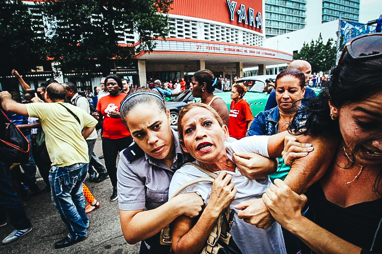 Dama de Blanco siendo detenida en La Habana. EFE