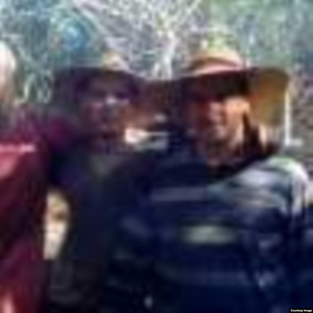 El año pasado, los presos de conciencia Alejandro Morales y Yeosvany Socarrás cortaban marabú y hacían carbón en un campo de trabajos forzados en Cienfuegos.