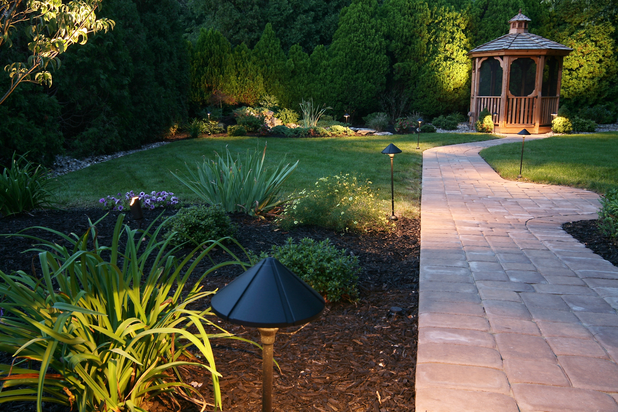 best-landscaper-london-ontario-garden-paving-stone-2.jpg