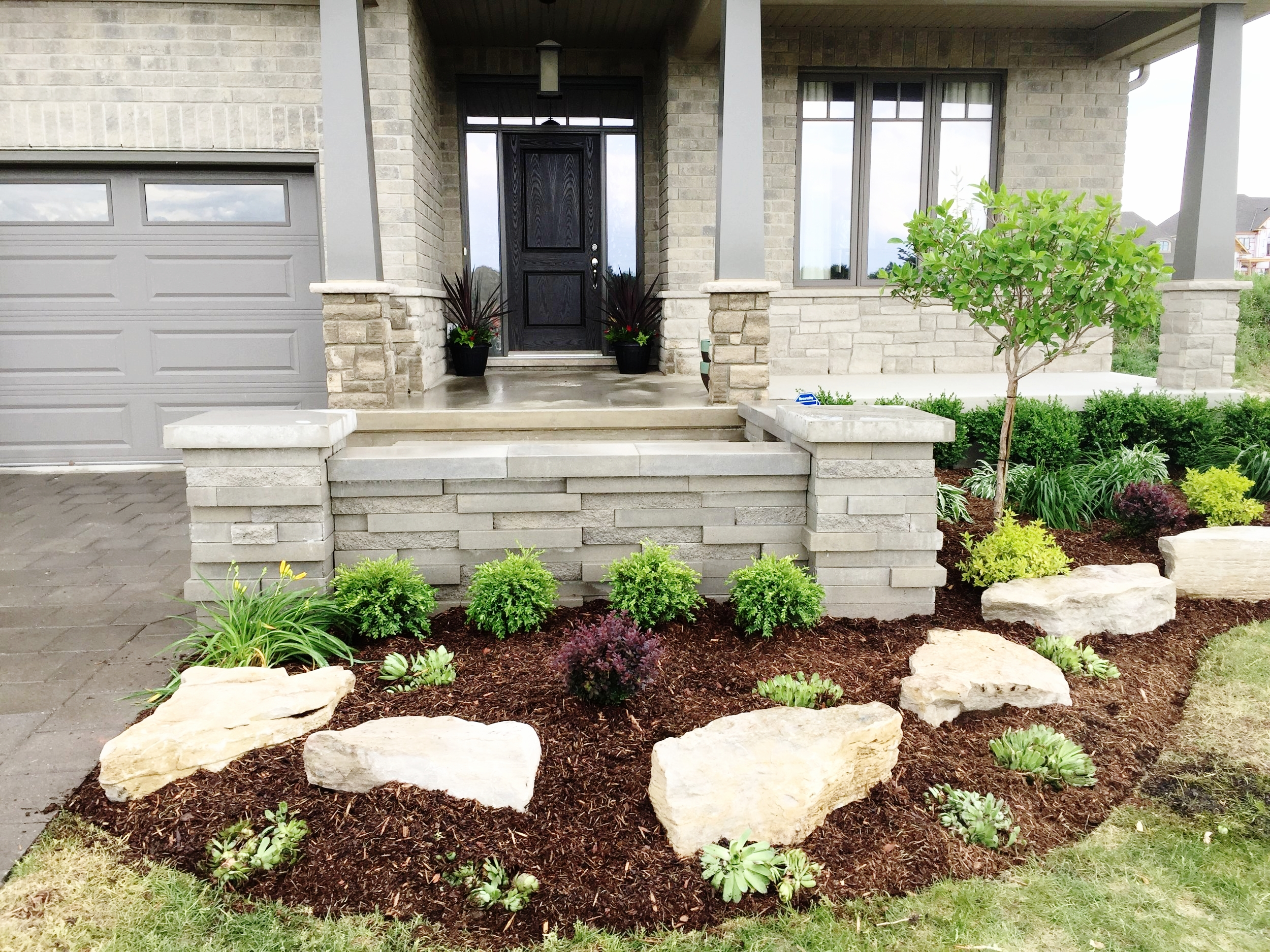 london-ontario-best-landscaper-garden-backyard-patio-10.jpeg