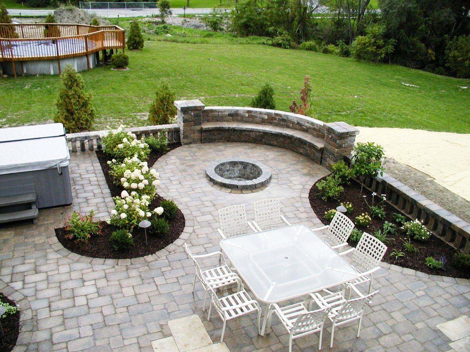 london-ontario-retaining-wall-stone-work-landscaper-07.jpeg