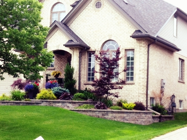 london-ontario-retaining-wall-stone-work-landscaper-18.jpeg