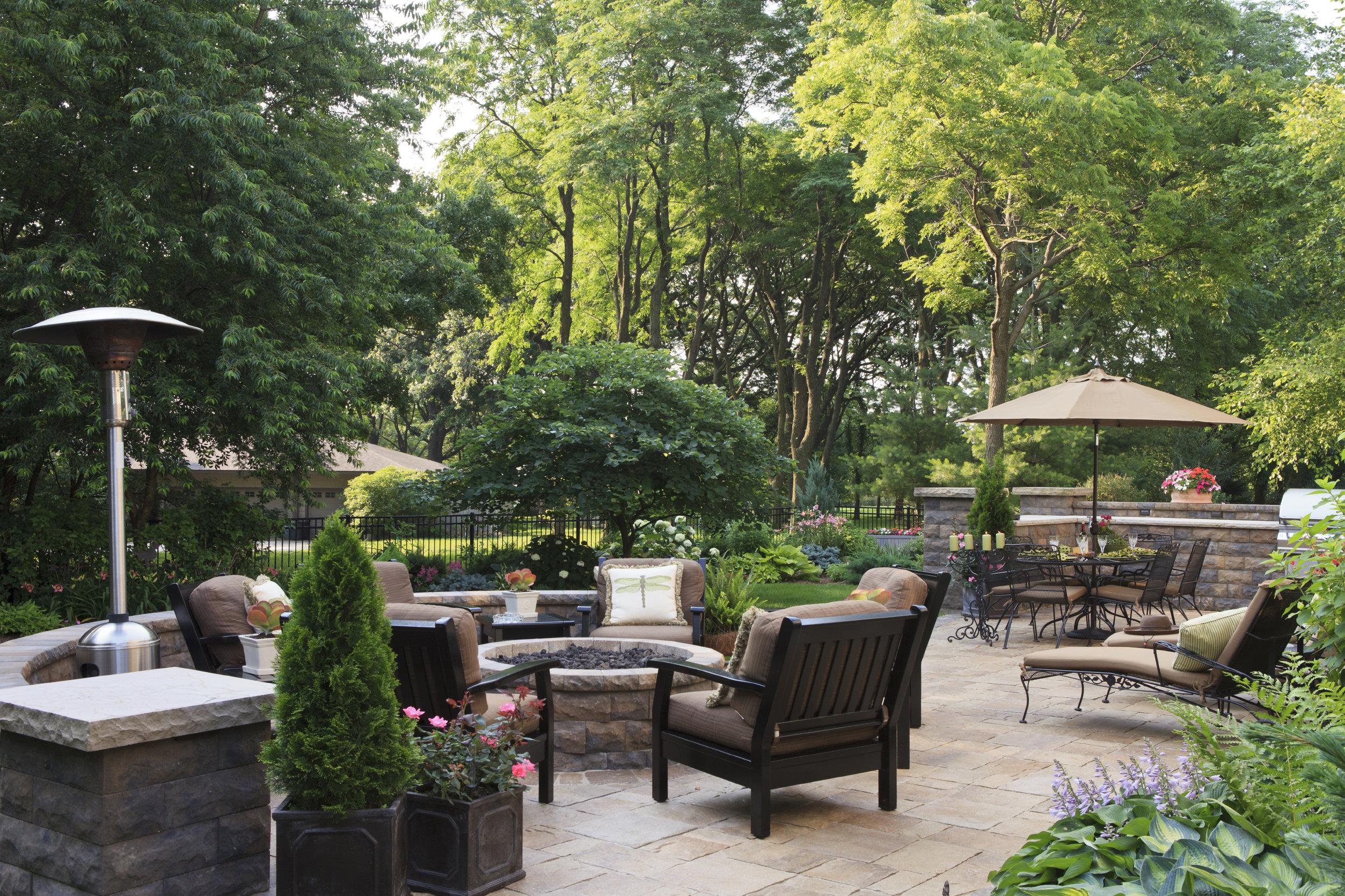 london-ontario-driveway-stone-firelpace-patio-landscaper-03.jpg