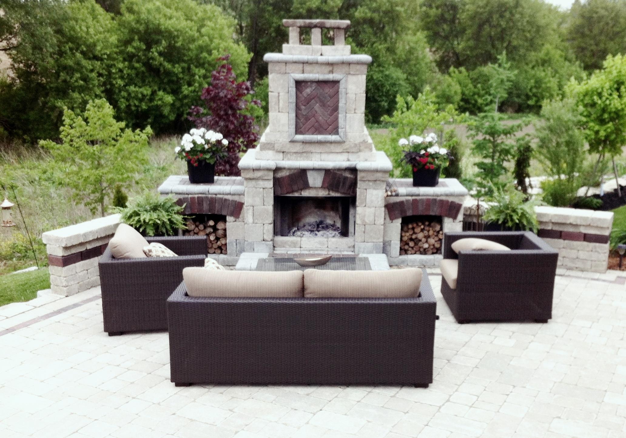 london-ontario-driveway-stone-firelpace-patio-landscaper-06.jpg