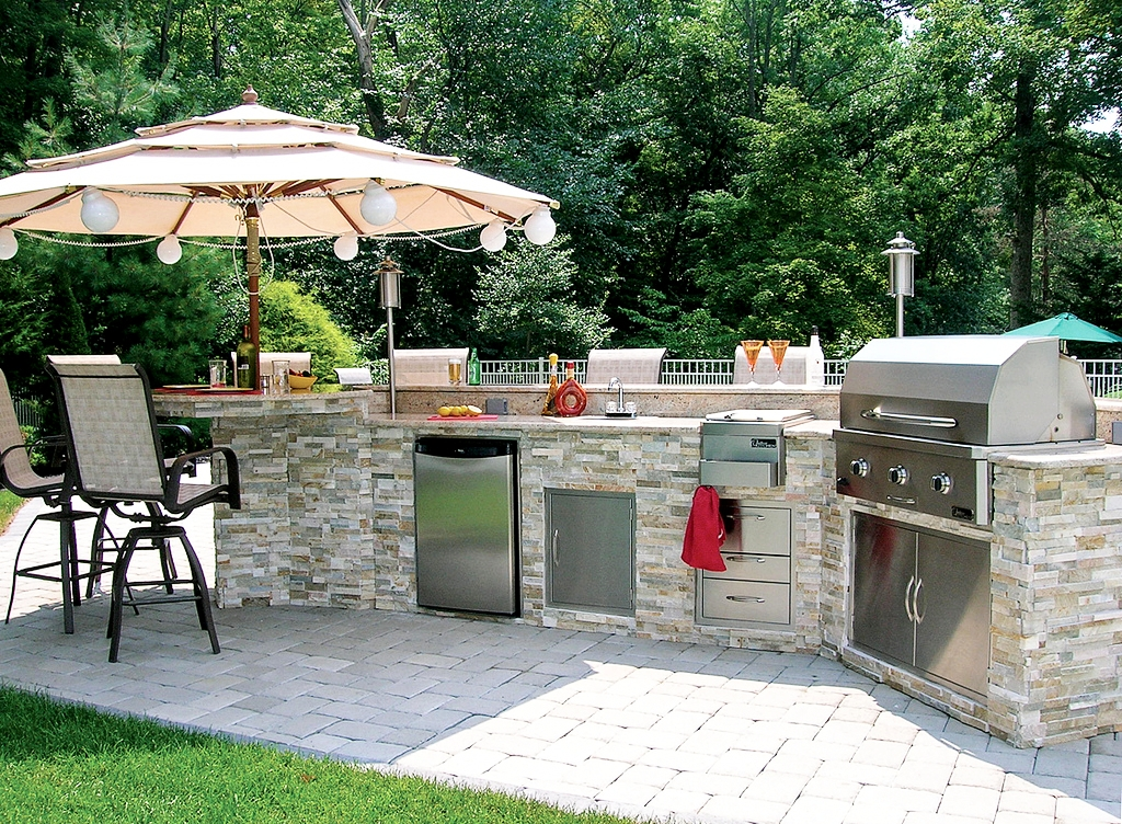 london-ontario-built-in-barbecue-bbq-grill-backyard-stone-landscaper-05.jpg
