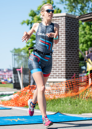 Athlete Andrea Cilliers racing at Leon's Triathlon.