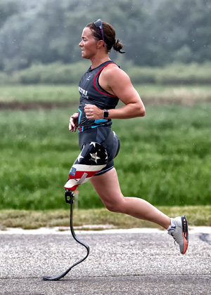 Athlete Melissa Stockwell running in a Dare2tri kit.