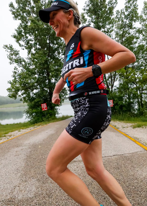 Athlete Kelly Worrell running in a Dare2tri kit.