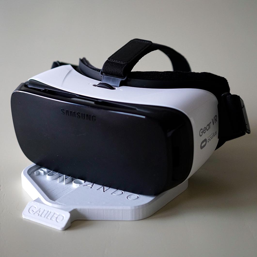 El casco. Incluye sensores especiales y un touchpad.