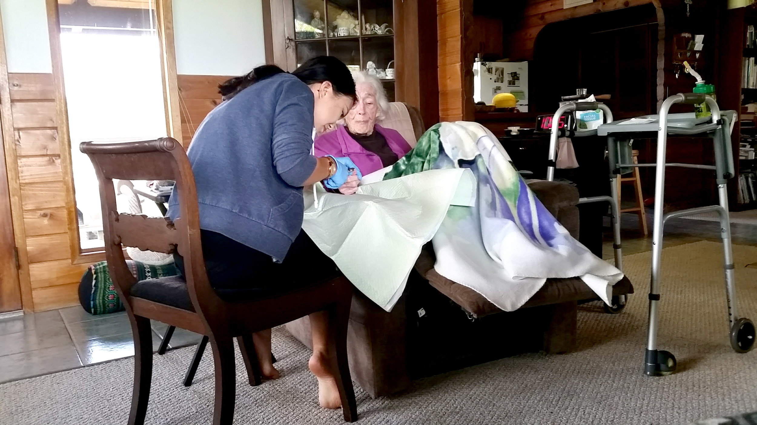 A North Hawaii Hospice patient receiving at home care. PHOTO: North Hawaii Hospice