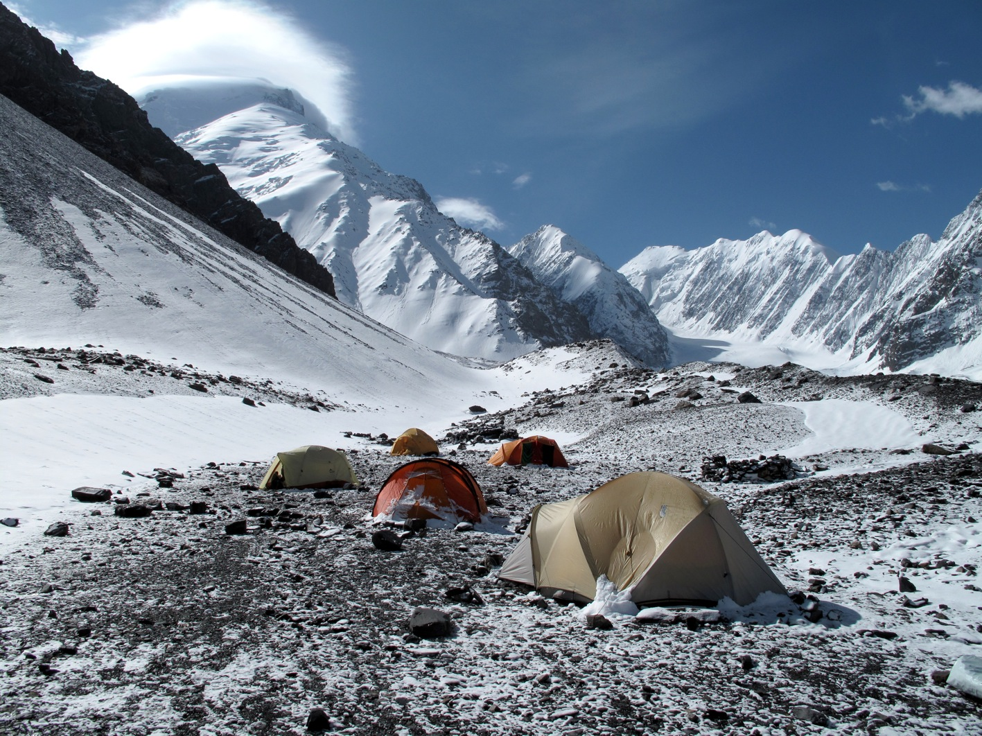 The base camp and Mount Noshaq (photo Louis Meunier).jpg