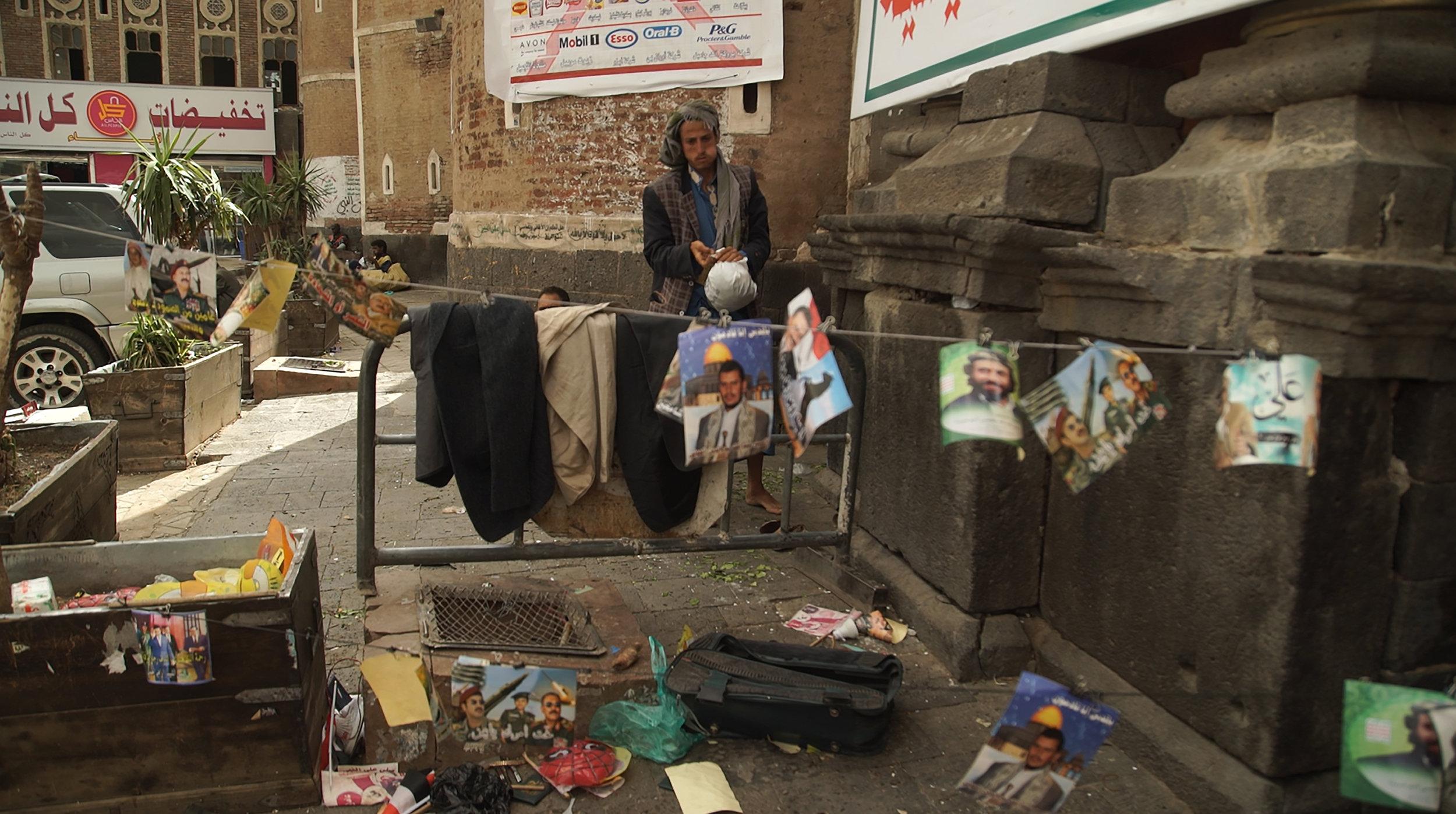 MEMENTO_YEMEN-5_S-ROSSI_Les portraits des leaders des rebelles en vente dans la vieille ville de Sanaa.jpg